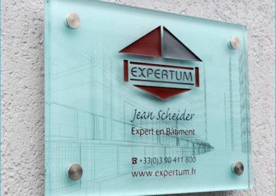 Plaque signalétique en plexiglas gravé pour un expert immobilier